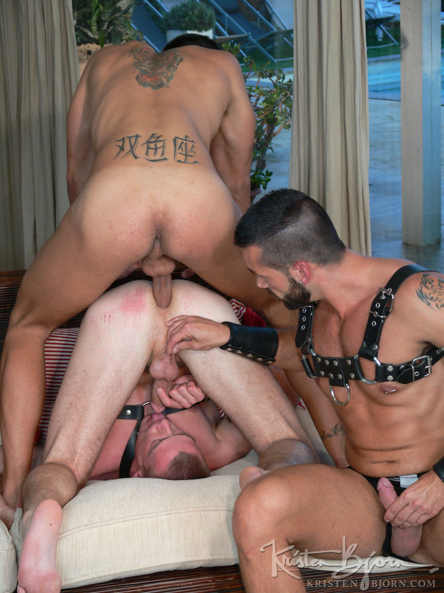 Жесткое групповое гей порно